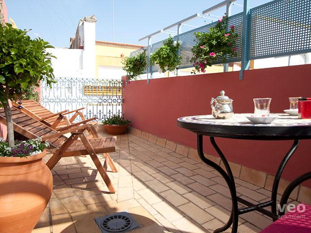 Wonderful private terrace filled with plants and garden furniture. - Magdalena Terrace. 2 bedrooms and private terrace - Seville - rentals