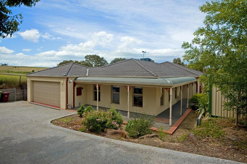 ATTWOOD LODGE Melbourne - Home away from home - Image 1 - Melbourne - rentals