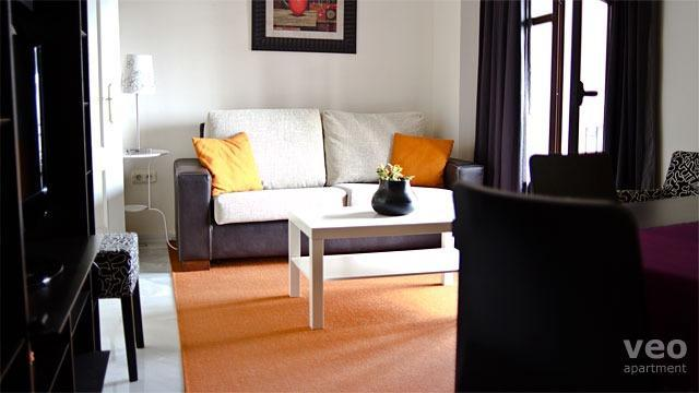 Bright living room with a sofa-bed for any additional guests. - Altamira. 2 bedrooms in Santa Cruz - Seville - rentals