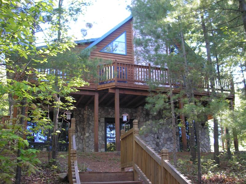 house facing the lake - Secluded Cabin on private lake near Rhinelander. - Gleason - rentals