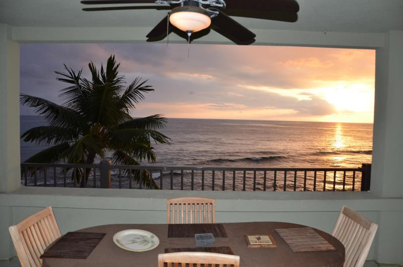 Another sunset from the extra-large ocean front lanai. - Direct oceanfront corner unit - Banyan Tree 306. - Kailua-Kona - rentals