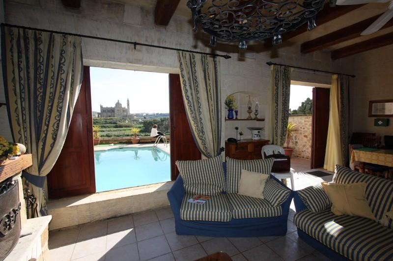 Living Room overlooking swimming pool - Rustic Style 4-bedroom Villa on the island of Gozo - Ghasri - rentals