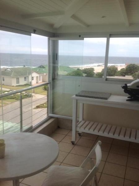 Enclosed patio with frame less glass doors - 31 Tobago Bay Hermanus Seafront - Hermanus - rentals