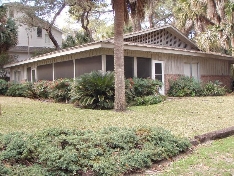 Single level house with plenty of parking - 9 Sea Oak 2nd Row Home S Forest Beach Sleeps 9 - Hilton Head - rentals
