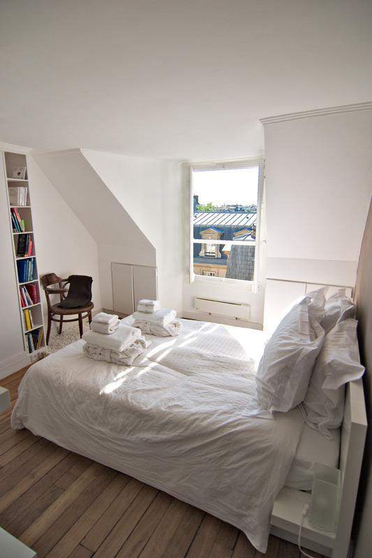LAST MINUTE-20%! Marais-Ideal Location-Great Parisian rooftop views -sleeps 2 - Image 1 - Paris - rentals