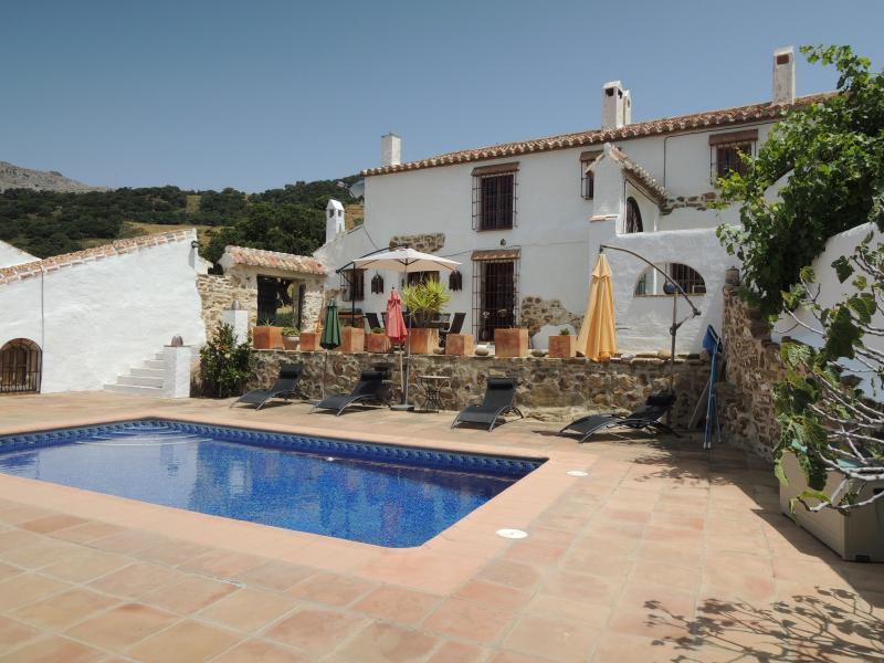 CORTIJO LA SOLANA - Traditional farmhouse with pool in rural Andalucia - Villanueva de la Concepcion - rentals