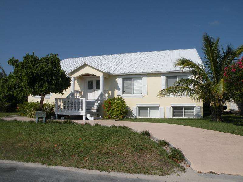 Bella Mare - Bella Mare' Oceanfront home with Fresh Water Pool! - Green Turtle Cay - rentals