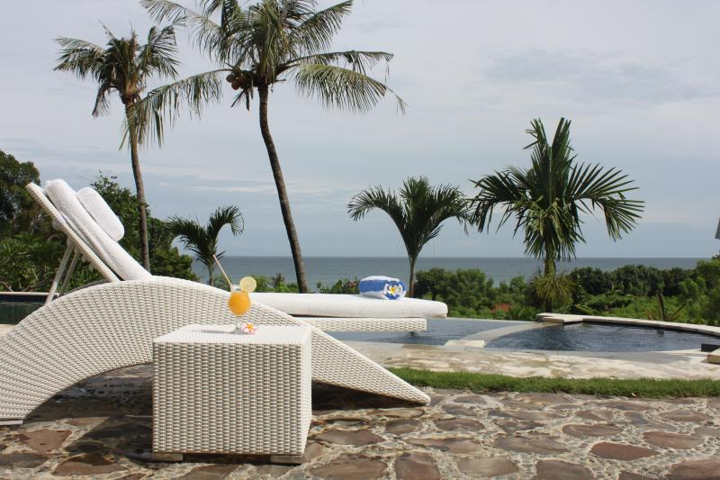 Luxury villa with pool and ocean view - Image 1 - Lovina - rentals