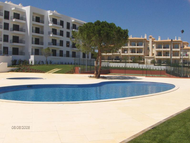 Apartment view with swimming pool - New 2 Bedroom Apartment in the Algarve - Albufeira - rentals