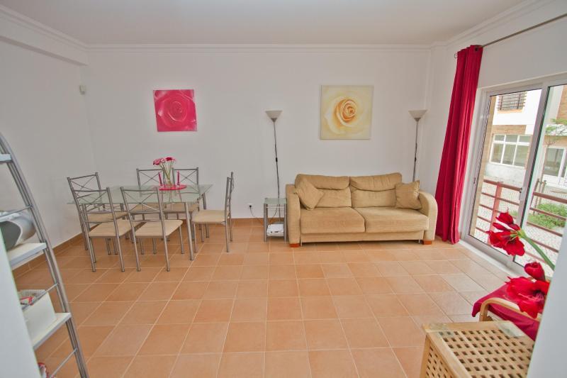 Living room - Superb family apartment 400m to sea front - Cabanas de Tavira - rentals