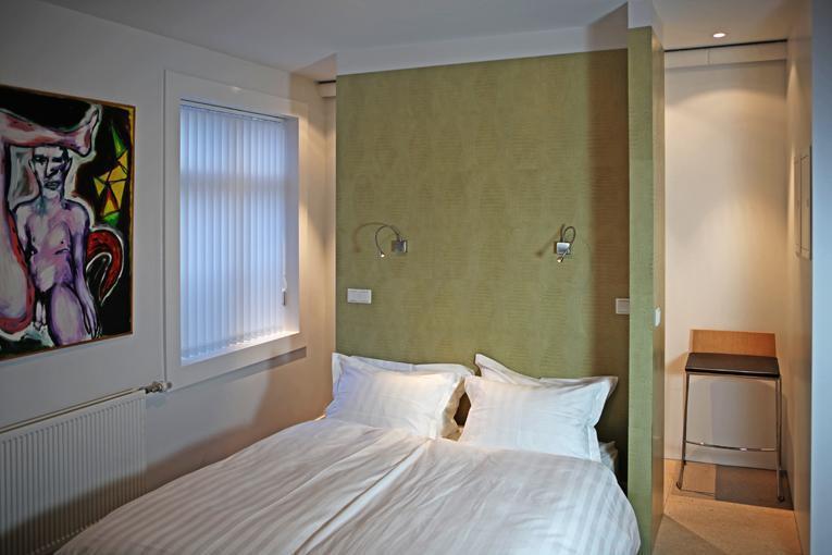 The master bed - Studio apartment  central Reykjavik FULLY LICENSED - Reykjavik - rentals