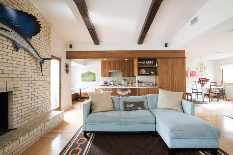 Living room/Kitchen - OPEN FOR SXSW 2015!! 3/3 - Austin - rentals