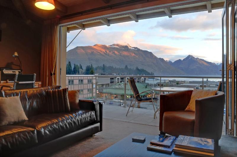 Chambers Penthouse - Image 1 - Queenstown - rentals