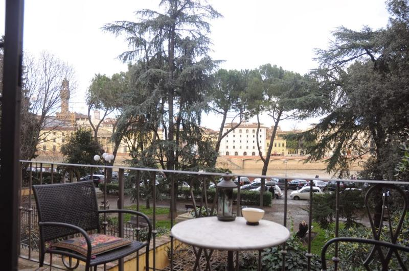 View from the balcony - Spacious apartment close to Pontevecchio Bridge - Florence - rentals