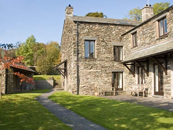 HELM KENT, family friendly, character holiday cottage, with open fire in Bowness & Windermere, Ref 12903 - Image 1 - Bowness & Windermere - rentals