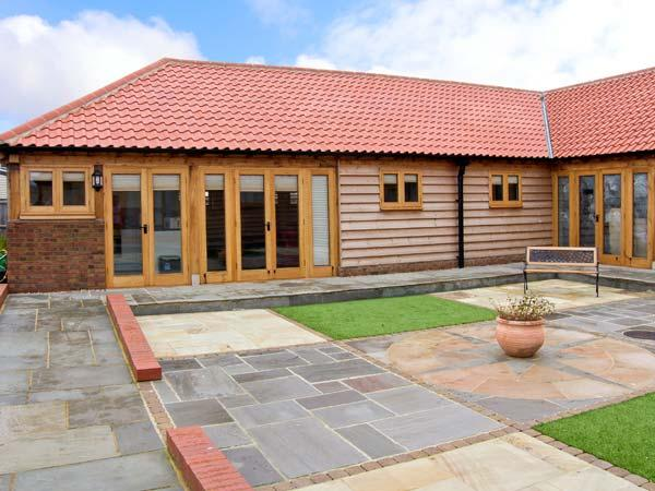 5A HIDEWAYS, family friendly, character holiday cottage, with a garden in Hunstanton, Ref 5657 - Image 1 - Hunstanton - rentals