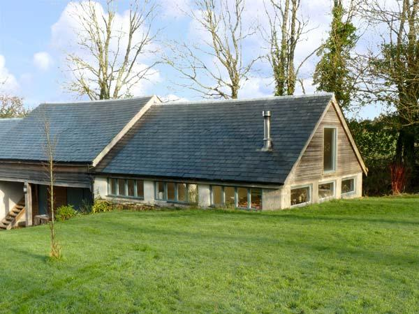 BARN COTTAGE, pet friendly, character holiday cottage, with a garden in Sticklepath, Ref 13009 - Image 1 - Sticklepath - rentals