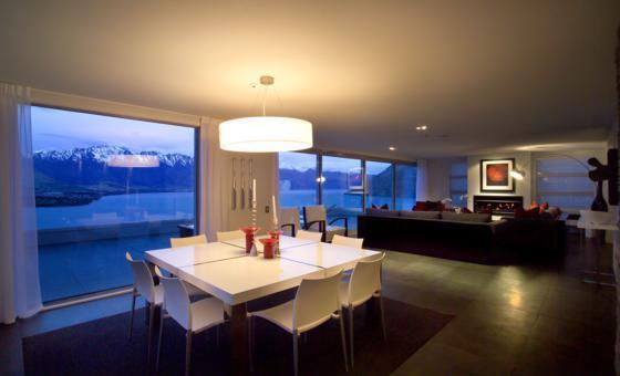 Living and dining area - Lordens Penthouse, Queenstown - Queenstown - rentals