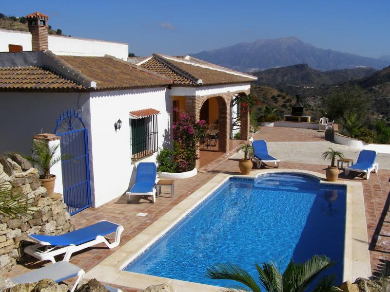 Villa Romo with Private Pool and majestic far reaching views - Fantastic 4 Bedroom Villa, private Pool and Views - Comares - rentals