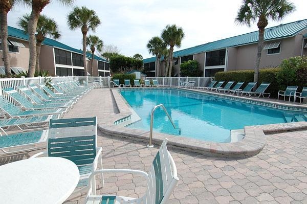 Exterior and pool - Siesta Key Florida Beach Condo - Siesta Key - rentals