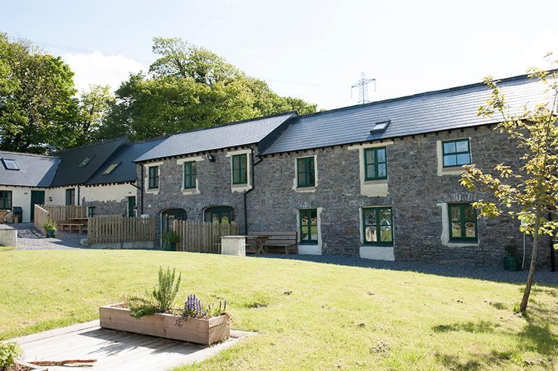 Pet Friendly Holiday Cottage - Oak, West Grove Barns, Hundleton - Image 1 - Hundleton - rentals