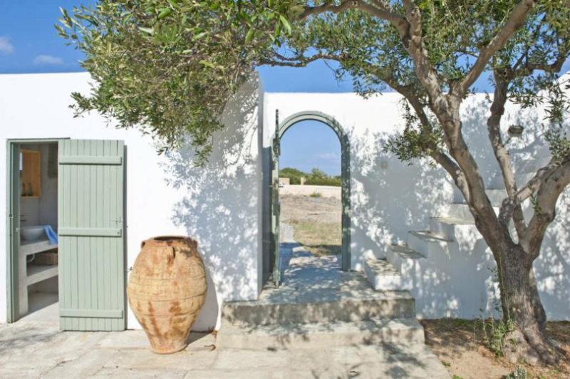 5 bedroom Charatcter Beach Villa in Paros - Image 1 - Antiparos Town - rentals