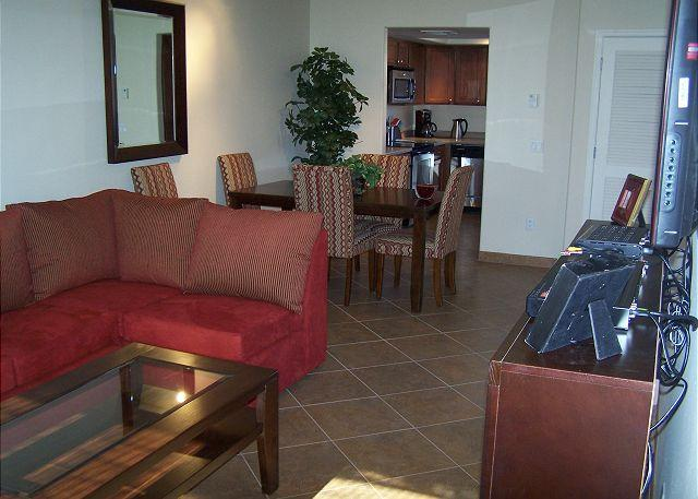 2nd Floor 1 Bedrm/Den- Stunning Golf Course Views- All tile - Walk in Shower - Image 1 - Tucson - rentals