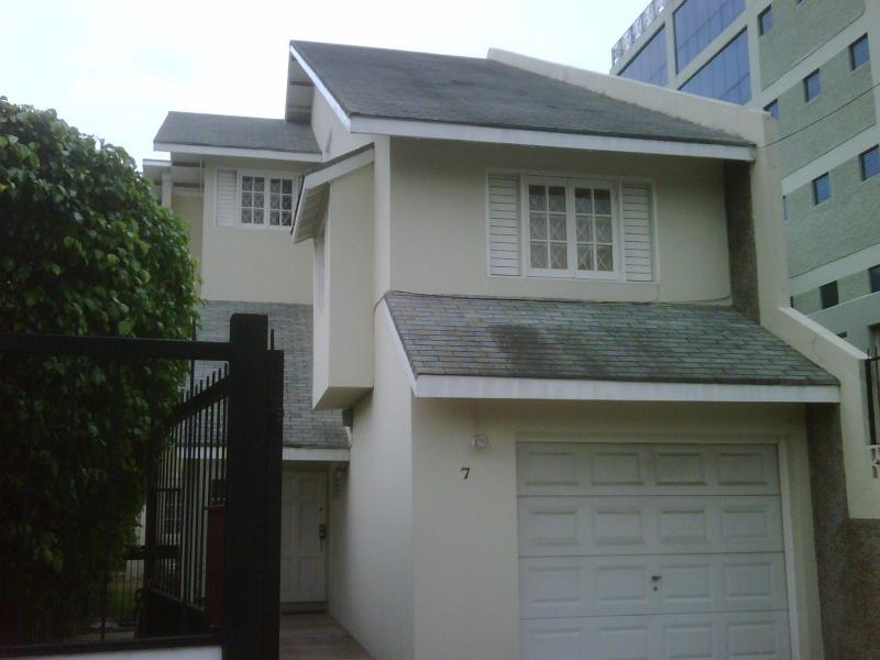 frontal view of premises - New Kingston 2 br/2br HQ + office - Kingston - rentals