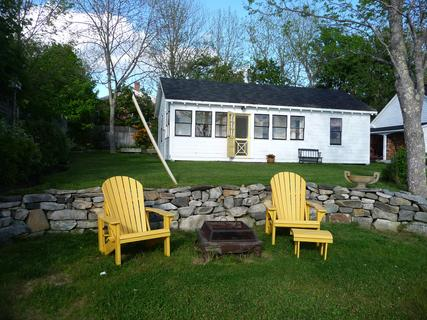 Rose Gate Cottage overlooks Shelburne's beautiful harbour. - Rose Gate Cottage, Shelburne, Nova Scotia - Shelburne - rentals