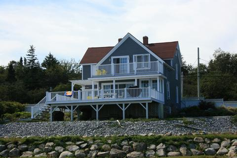 Beechmont House in located in the small fishing village of Lockeport. Its a short walk to the beach and the town market. - Beechmont House in Lockeport, Nova Scotia - Lockeport - rentals