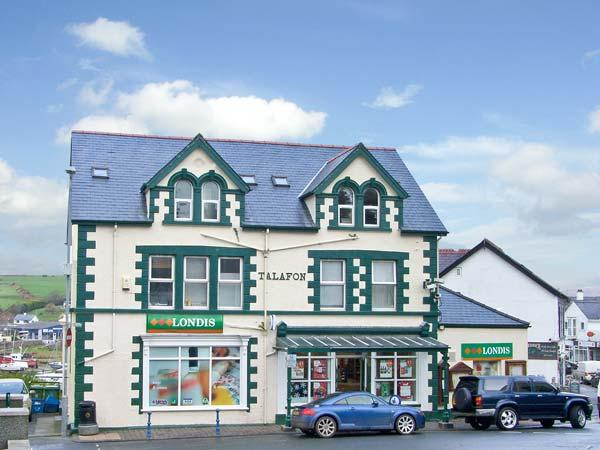 HARBOUR VIEW APARTMENT, pet friendly in Abersoch, Ref 12693 - Image 1 - Abersoch - rentals
