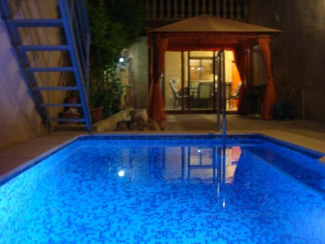 Swimming Pool and garden by night - Traditional 5 bedroom house with private pool - Valencia - rentals