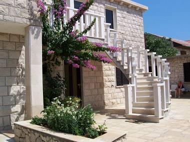 A1(7+1): courtyard - 5046 A1(7+1) - Povlja - Povlja - rentals