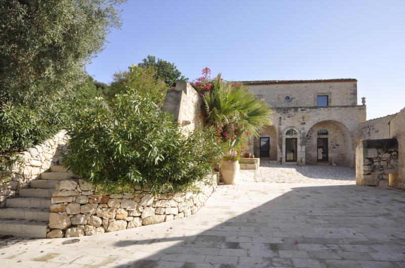 Large Villa with Private Pool in Sicily - Villa Sicilia - Image 1 - Marina di Ragusa - rentals
