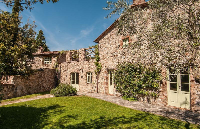 Villa in Sorgente | Rent Villas | Classic Vacation - Image 1 - Lucca - rentals