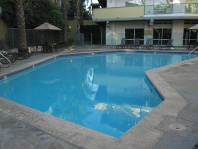 Outdoor Pool - Walk to the Beach! Up to 6 people - Marina del Rey - Marina del Rey - rentals