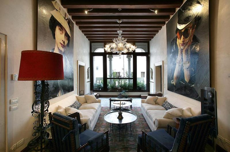 Muazzo Palace  5 STAR Venice  Luxury Sleeps 8 - Image 1 - Venice - rentals