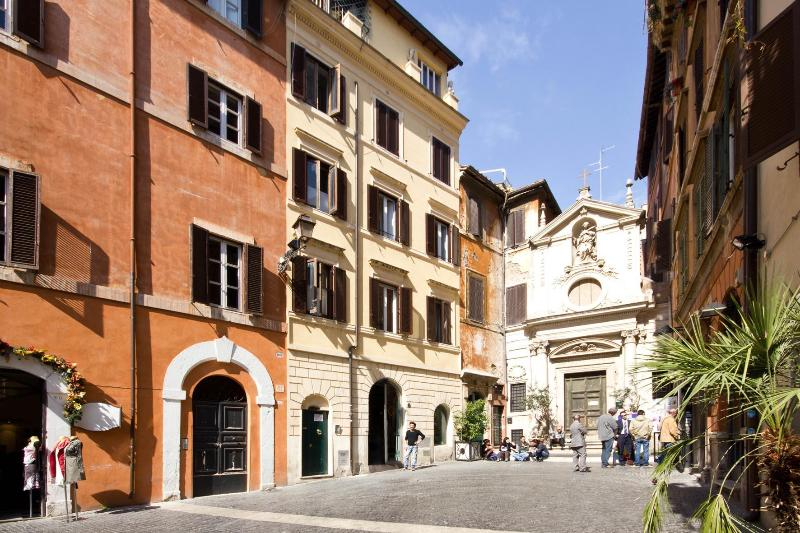 Bright apartment at 2 steps of the Roman Squares - Image 1 - Rome - rentals