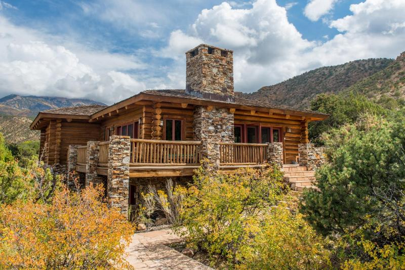 Luxurious Log Cabin Near Moab & Red Rock Canyons! - Image 1 - Moab - rentals