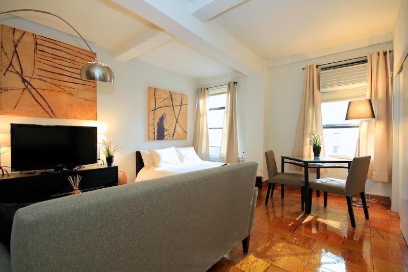 Stylish Central Midtown Studio - Image 1 - New York City - rentals