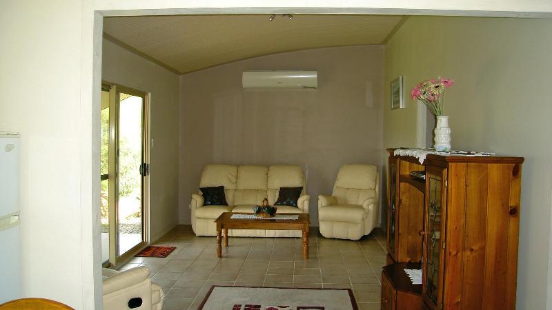 Lounge room - Dam It Getaway Cabin, Gloucester - Gloucester - rentals
