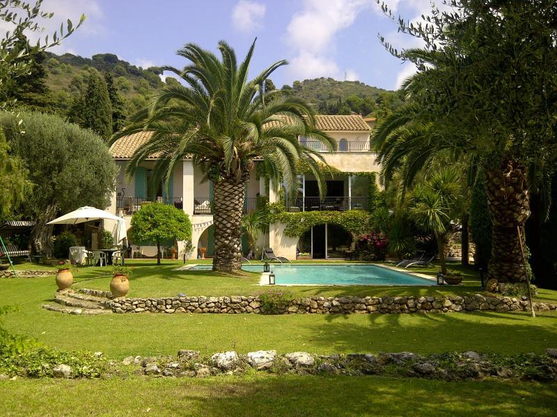 Villa, south over garden - Large Villa with pool, tennis court, Villefranche. - Villefranche-sur-Mer - rentals