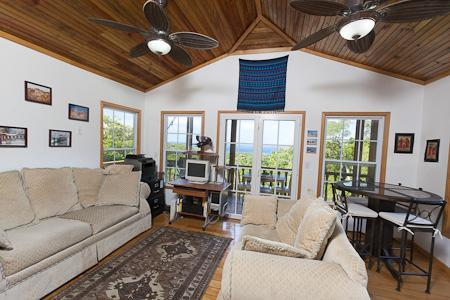 Living Room w/hardwood floors and vaulted ceilings - $500/week,2 Bdrm,View Home,Great Western Oceanview - Roatan - rentals