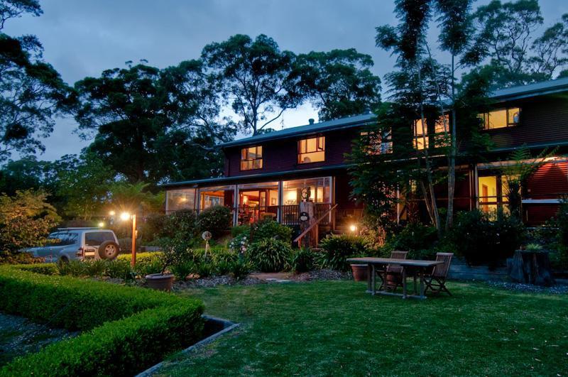 Lodge at dusk - Bilpin Springs Lodge - B&B/Farmstay in Blue Mtns - Bilpin - rentals