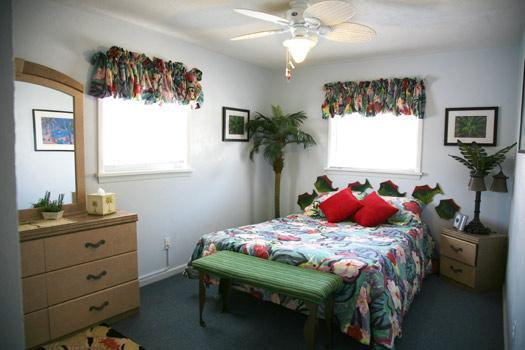 "Master-Queen Bedroom - ""Dog-gone"" friendly beach block cottage - Wildwood - rentals"