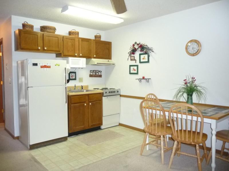 Full Kitchen - Lake Front 1 Bedroom Condo - Indoor Pool - Lake Ozark - rentals