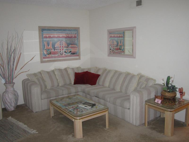 Living Room opens to golf course - 2 Bdrm 2 Bath in PGA West 1 mi from Polo Grounds - La Quinta - rentals