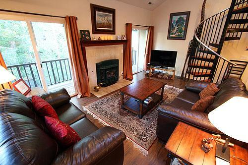 Living room with large HD TV, WiFi Internet, gas fireplace, and balcony. - Walk to Ski Slopes & Town/Hot Tub/ MAR-APR 10% OFF - Ketchum - rentals