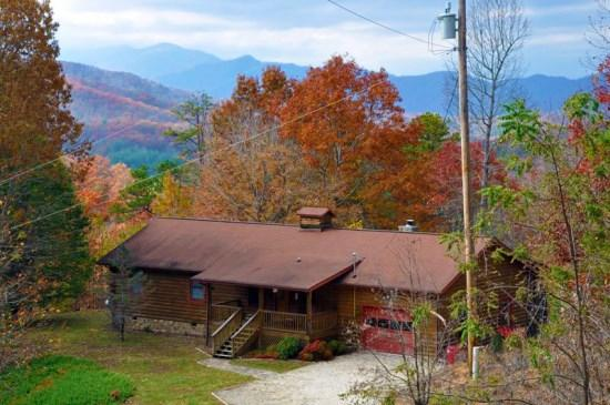 Big Bear Retreat, A Log Cabin in the NC Smoky Mountains - Big Bear Retreat - Centrally Located Log Cabin with Screened Porch, Wi-Fi, and Wood Burning Fireplace - Bryson City - rentals