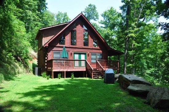 Morning Sun Retreat, Just Outside of Bryson City - Morning Sun Retreat -- Savor the Fresh Mountain Privacy You Crave at this All-Wood Cabin with a Fire Pit, Wi-Fi, and Xbox 360 Just 20 Minutes from the Great Smoky Mountain Railroad - Bryson City - rentals